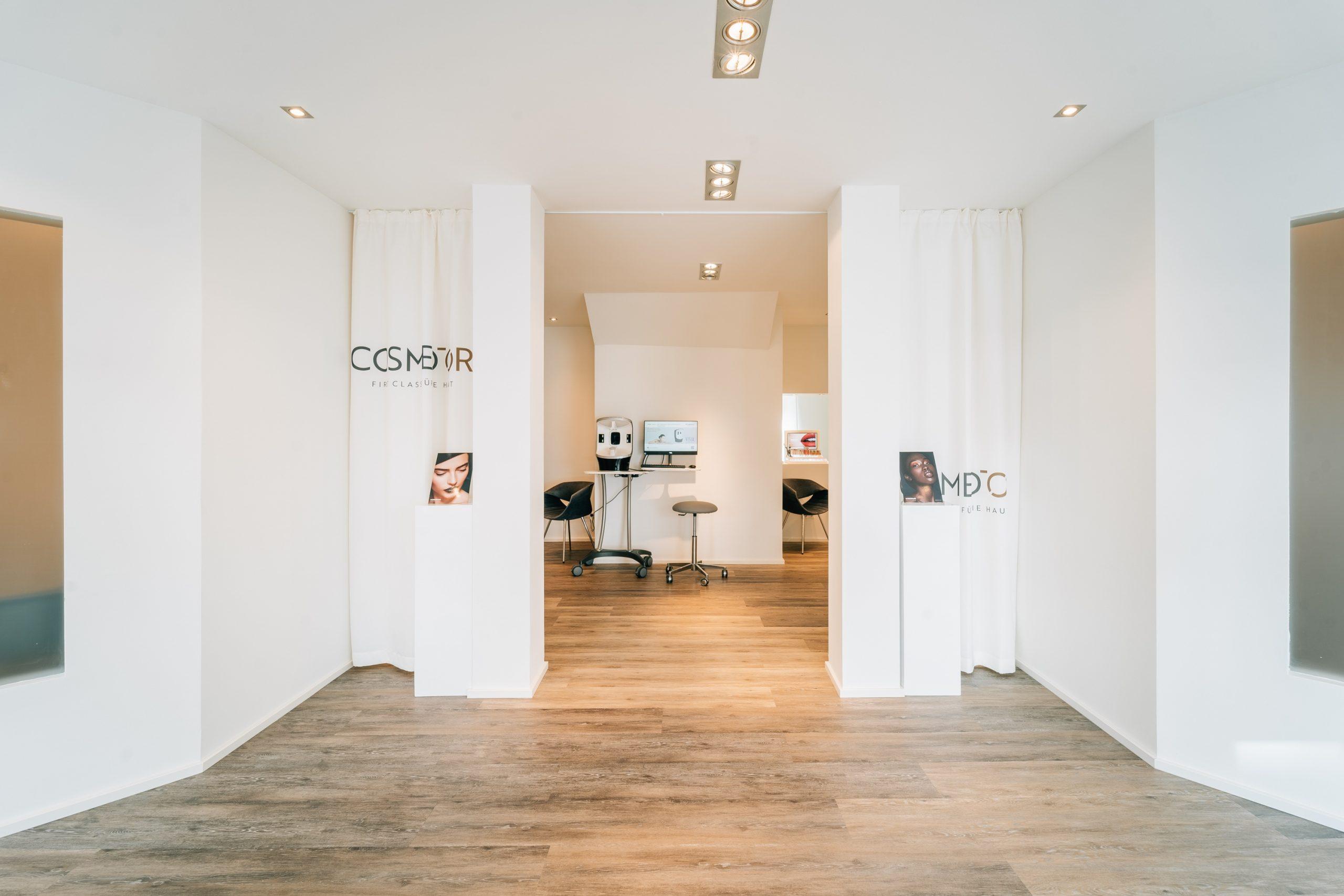 wibkeoverhaus_koeln_design_cosmedor_logoentwicklung_kosmetik_eingang